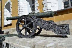 拿破仑战争的一个古老火炮武器 在克里姆林宫里面 免版税库存图片