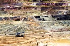 拿走地面的层数巨型戽头转轮挖土机 库存图片