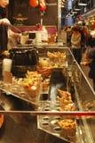 拿走食物摊位。巴塞罗那。西班牙 免版税库存图片