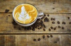 拿铁咖啡杯 免版税库存图片