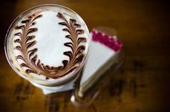 拿铁艺术咖啡过程葡萄酒样式 图库摄影