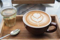 拿铁艺术咖啡 库存照片