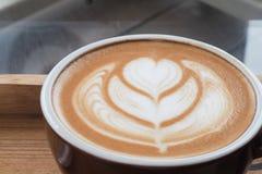 拿铁艺术咖啡 免版税库存图片
