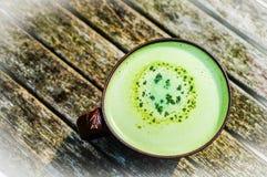 拿铁绿茶咖啡 免版税库存图片