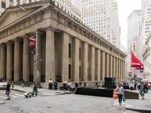 拿骚和杉木街道的,更低的曼哈顿联邦国家纪念堂 免版税库存图片