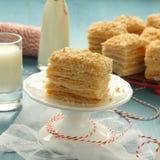 拿破仑蛋糕–从油酥点心的夹心蛋糕与乳蛋糕奶油 免版税库存图片