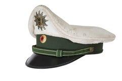 维持帽子治安,反对德国警察的白色背景 库存照片