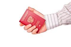 持护照的一个人 免版税库存图片