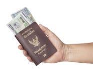 持护照的手 免版税图库摄影