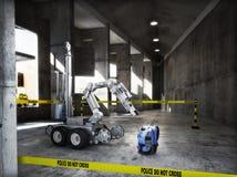 维持检查在大厦内部里面的受控防爆队机器人治安一个可疑背包项目 皇族释放例证