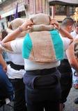 持票人,圣周在塞维利亚,安大路西亚,西班牙 免版税库存图片