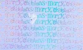 挂掉电话白色雪狐狸的圣诞节装饰的五颜六色的圣诞节摄影图象有包装纸背景 库存图片