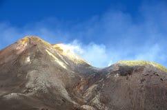 挂接在活动的Etna火山 免版税库存图片