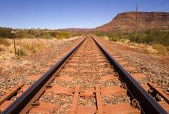 挂接无名的澳洲内地铁路轨道 库存图片