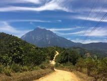 挂接Kinabalu的路 免版税库存照片