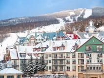 挂接tremblant手段的滑雪 免版税库存照片