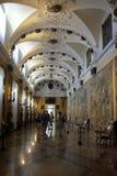 挂毯画廊在伊索拉的贝利亚,斯特雷萨,意大利博罗梅奥宫殿 免版税库存图片