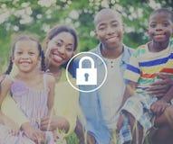 挂锁保护密码安全标志概念 库存照片
