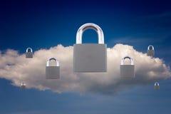 挂锁和云彩安全概念 免版税库存照片