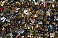 挂锁在Le Pont des艺术10 库存照片