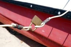 挂锁栓的绳索 免版税库存照片