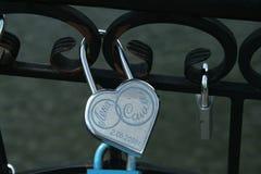 挂锁,爱在公园,布雷斯特,白俄罗斯的标志 免版税库存照片