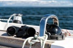 指南针和双筒望远镜 免版税图库摄影