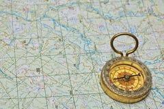 指南针和映射 免版税图库摄影