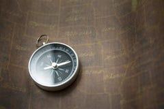 指南针和映射 免版税库存图片