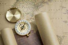 指南针和映射 库存图片