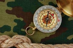 指南针和绳索在伪装 免版税图库摄影