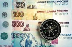 指南针和钞票卢布 库存图片
