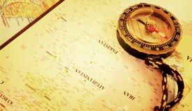 指南针在地图 库存照片