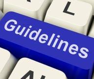 指南钥匙显示教导规则或政策 免版税库存照片
