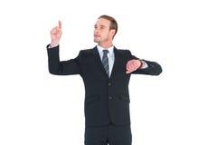 指向与手指的快乐的商人 库存照片