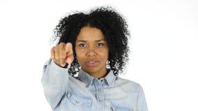 指向与手指的黑人妇女往照相机 股票视频