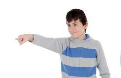 指向与他的手指的偶然年轻少年 免版税库存照片