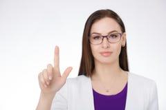 指向反对白色背景的女实业家 免版税库存照片