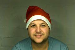 指向在与微笑的白色空白的标志的圣诞老人,在白色背景 免版税图库摄影