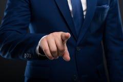指向在屏幕上的男性企业家的特写镜头手指 库存图片