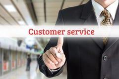 指向在屏幕键盘顾客服务的商人手 免版税图库摄影