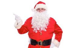 指向在白色空白的标志的亲切的圣诞老人,隔绝在白色背景 免版税图库摄影