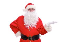 指向在白色空白的标志的亲切的圣诞老人,隔绝在白色背景 免版税库存图片