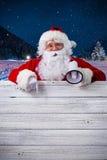 指向在空白的标志的圣诞老人 免版税库存照片