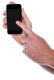 指向在他的智能手机显示的人 免版税库存照片