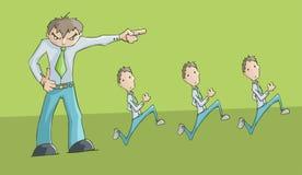 指向左边和3位雇员跑的恼怒的人翻倒 免版税图库摄影