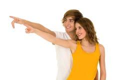 指向年轻人的夫妇 免版税库存图片