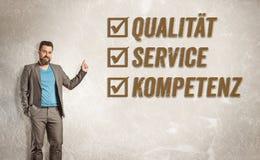 指向往文本,质量,服务, Competen的商人 免版税库存照片