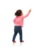 指向手指的非洲女婴某事 免版税库存图片