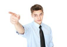 指向手指的年轻微笑的商人隔绝在白色 库存图片
